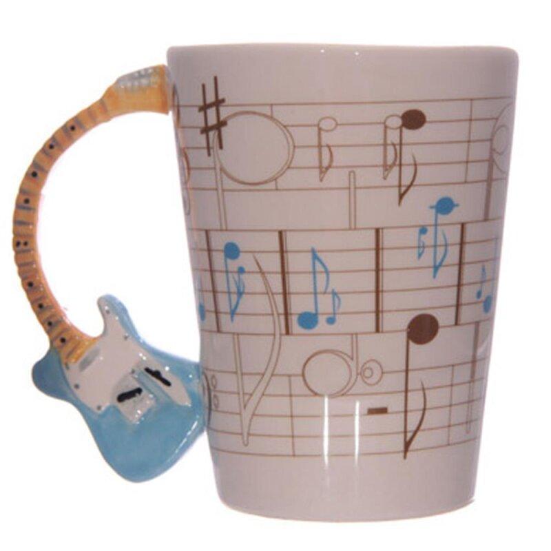 Keramik Tasse mit Noten und blauen Gitarrenhenkel von Ted Smith