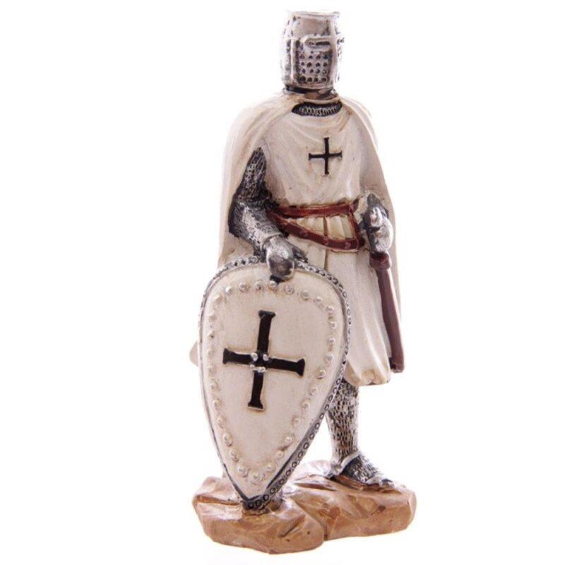 Kreuzritter mit Mantel und Schild mit schwarzem Kreuz