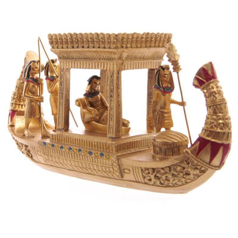 Goldenes Ägyptisches Überdachtes Boot