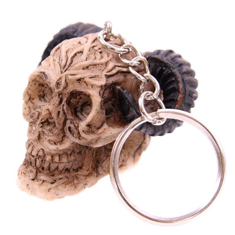 Totenkopf Schlüsselanhänger mit gebogenen Hörnern